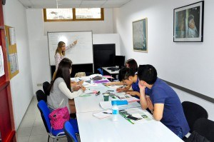 Teacher of our school with her students to learn spanish in one of our class