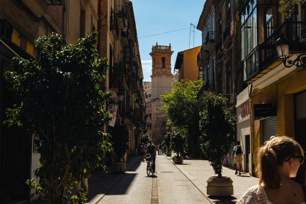 wöchentliches programm für Sommercamp in Valencia für Jugendliche